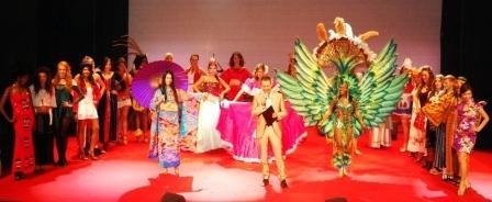 Il palco del Teatro Orfeo di Taranto durante la finale della prima edizione